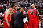 Tom Thibodeau of the Chicago Bulls converses huddles with Kyle Korver #26, Joakim Noah #13, Derrick Rose #1, Carlos Boozer #5 and Luol Deng #9 against the Atlanta Hawks in Game Four of the Eastern Conference Semifinals in the 2011 NBA Playoffs at Phillips Arena on May 8, 2011 in Atlanta, Georgia.  NOTE TO USER: User expressly acknowledges and agrees that, by downloading and/or using this photograph, User is consenting to the terms and conditions of the Getty Images License Agreement.