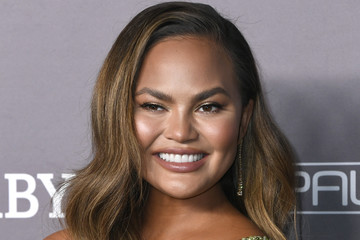 Chrissy Teigen 2019 Baby2Baby Gala Presented By Paul Mitchell - Arrivals