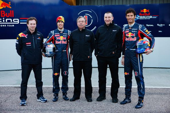Red Bull Racing F1 Team, diario de a bordo - Página 6 Christian+Horner+Mark+Webber+Red+Bull+F1+Launch+wlFScHPFCDzl