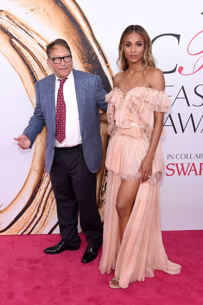2016 CFDA Fashion Awards - Arrivals [red carpet,carpet,dress,clothing,premiere,gown,fashion,flooring,shoulder,formal wear,arrivals,stuart weitzman,ciara,new york city,hammerstein ballroom,l,cfda fashion awards]