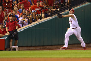 Matt Holliday #7 of the St. Louis Cardinals attempts to catch a fly ball against the Cincinnati Reds in the sixth inning at Busch Stadium on August 19, 2014 in St. Louis, Missouri.  The Cardinals beat the Reds 5-4.