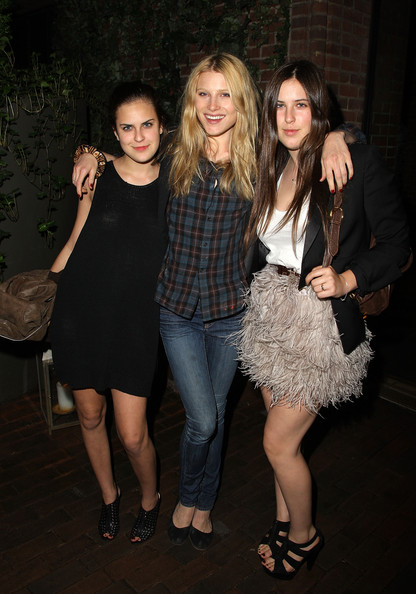 Photo of Dree Hemingway & her friend   -