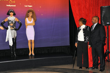 Cissy Houston Madame Tussauds Unveils Four Wax Figures Of Whitney Houston