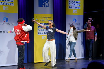 Clinton Kelly MTV's 2017 College Signing Day with Michelle Obama - Inside