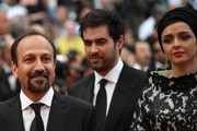 (FromL) Iranian director Asghar Farhadi, Iranian actor Shahab Hosseini and Iranian actress Taraneh Alidoosti pose as they arrive on May 22, 2016 for the closing ceremony of the 69th Cannes Film Festival in Cannes, southern France.  / AFP / ANNE-CHRISTINE POUJOULAT