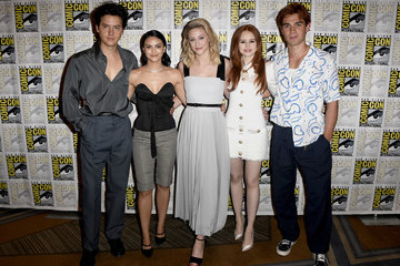 Cole Sprouse Madelaine Petsch 2019 Comic-Con International - 'Riverdale' Photo Call