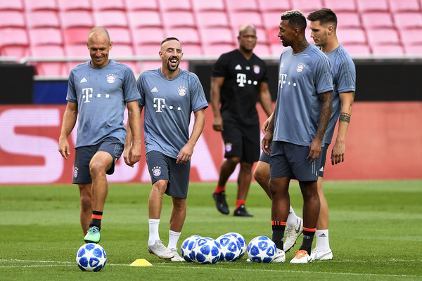 Bayern Muenchen Training And Press Conference - UEFA Champions League [uefa champions league,bayern muenchen training and press conference,fc bayern muenchen,group e,player,sports,team sport,ball game,sport venue,football player,soccer player,team,soccer,sports equipment,training session,match,arjen robben,franck ribery,niklas sule,corentin tolisso]