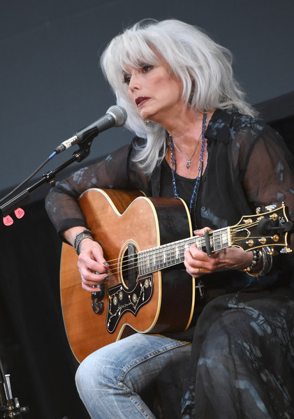 Emmylou Harris in The Country Music Hall of Fame & Museum ... Emmylou Harris Country Radio