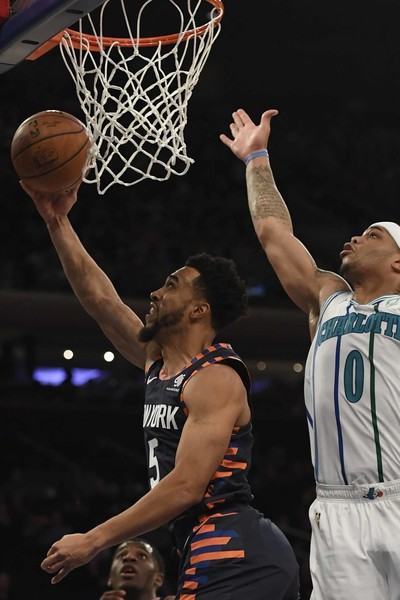 Charlotte Hornets v New York Knicks