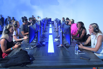 Crystal Dunn Becky Sauerbrunn NBA And USWNT Stars Battle Each Other With Debut Of New Call Of Duty: Modern Warfare Multiplayer Mode