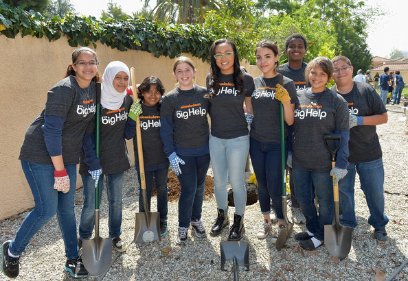 "Nickelodeon's Cymphonique Miller And The Cast Of ""How to Rock"" Volunteer With Students For A Big Help Environmental Project"