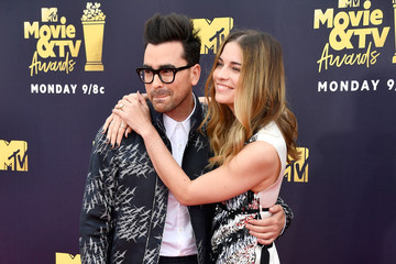 Dan Levy Annie Murphy 2018 MTV Movie And TV Awards - Arrivals