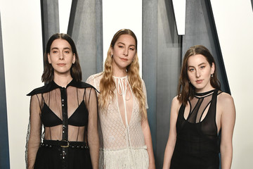 Danielle Haim 2020 Vanity Fair Oscar Party Hosted By Radhika Jones - Arrivals