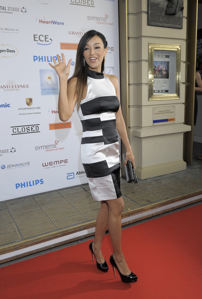verona pooth photos photos 39 das kleine herz im zentrum 39 charity event in germany zimbio. Black Bedroom Furniture Sets. Home Design Ideas