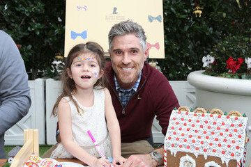 Dave Annable Brooks Brothers And St Jude Children's Research Hospital Annual Holiday Celebration In Beverly Hills