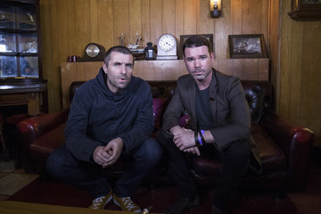 Dave Berry Liam Gallagher Performs a Secret Gig for Absolute Radio