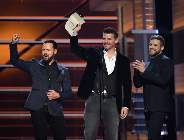 53rd Academy Of Country Music Awards - Show [suit,event,formal wear,performance,tuxedo,performing arts,gesture,white-collar worker,talent show,max thieriot,david boreanaz,buckley,award,l-r,nevada,las vegas,mgm grand garden arena,academy of country music awards,show]