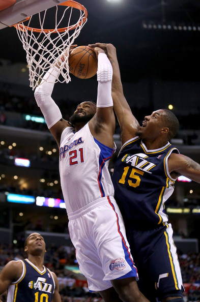 how tall is derrick favors