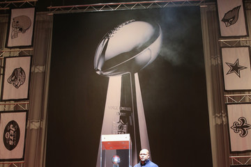 Deuce McAllister FedEx Delivered Vince Lombardi Trophy To New Orleans For Super Bowl XLVII