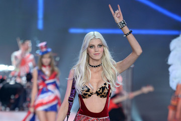 Devon Windsor 2013 Victoria's Secret Fashion Show - Show