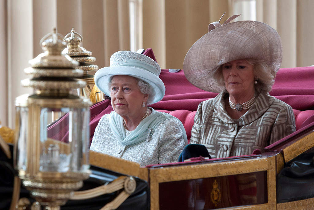 Camilla parker bowles in diamond jubilee carriage for Queen elizabeth balcony