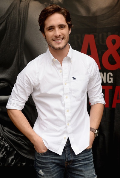 diego boneta stops by the abercrombie amp fitch store zimbio
