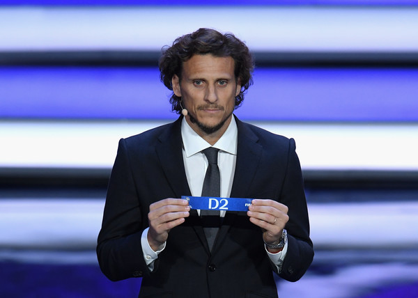 Final Draw for the 2018 FIFA World Cup Russia [d2,speech,spokesperson,television presenter,white-collar worker,technology,event,public speaking,orator,diego forlan,russia,moscow,state kremlin palace,draw,2018 fifa world cup]
