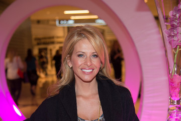 Dina Manzo Giuliana Rancic Hosts Westfield's Pink Party At Westfield Garden State Plaza