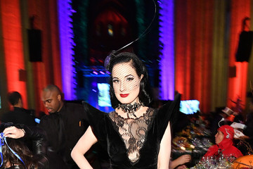Dita Von Teese Bette Midler's 2017 Hulaween Event Benefiting The New York Restoration Project - Arrivals