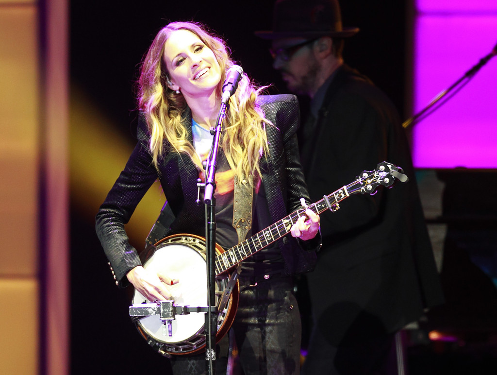 Emily Robison Emily Robison And Emily Erwin Photos Photos Dixie Chicks Perform