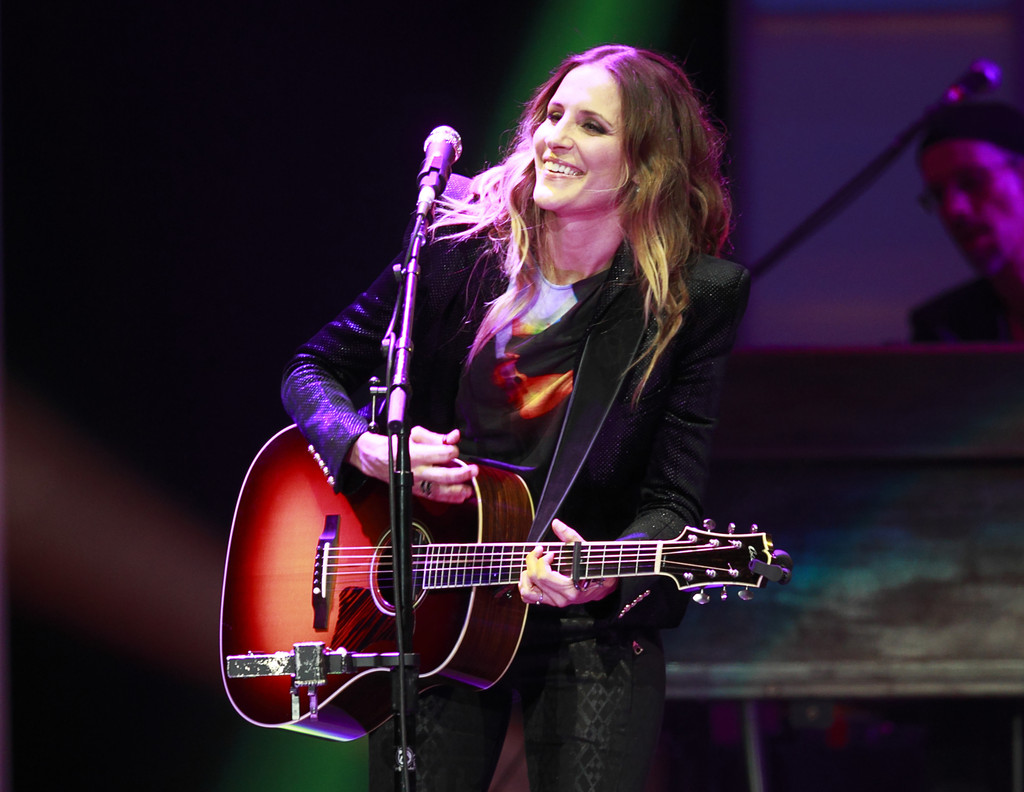 Emily Robison Emily Erwin Photos Photos Dixie Chicks Perform At Rogers Arena