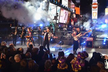 Dnce New Year's Eve 2017 In Times Square