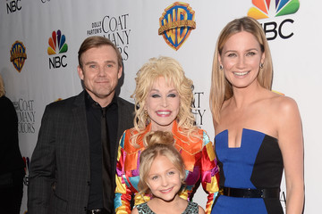 Dolly Parton Jennifer Nettles Premiere of 'Dolly Parton's Coat of Many Colors' - Arrivals