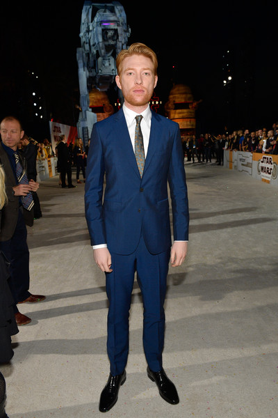 http://www4.pictures.zimbio.com/gi/Domhnall+Gleeson+Premiere+Disney+Pictures+lHpogsQ-bMll.jpg