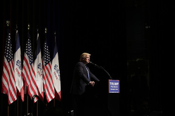 Donald Trump Donald Trump Campaigns in Davenport, Iowa