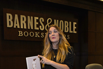Drew Barrymore Drew Barrymore Holds a Book Signing for 'Wildflower'