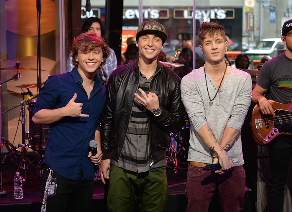 emblem3 keaton dating Singer who rose to fame as a member of the pop rock trio emblem3 from 2007 to  2017  he was joined in the group by his brother keaton and drew chadwick.