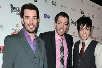 Jonathan and Drew Scott Shirtless http://www.zimbio.com/Drew+Scott+Jonathan+Silver+Scott/pictures/pro