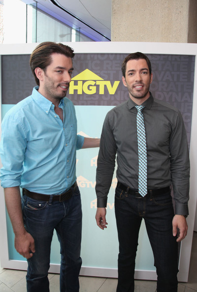 hgtv property brothers dating Drew scott, one half of hgtv's popular property brothers show, married his girlfriend linda phan on saturday in italy guests included scott's dancing with the stars partner, emma slater.