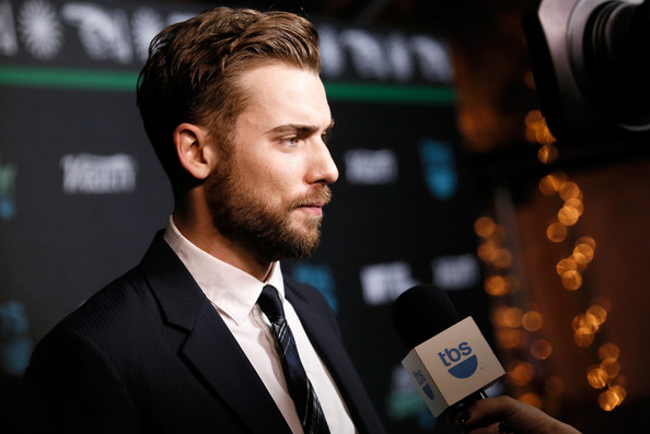 dustin milligan photos