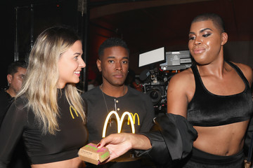 EJ Johnson Drake Surprises Guests With McDonald's Late Night Bites At Poppy NightClub