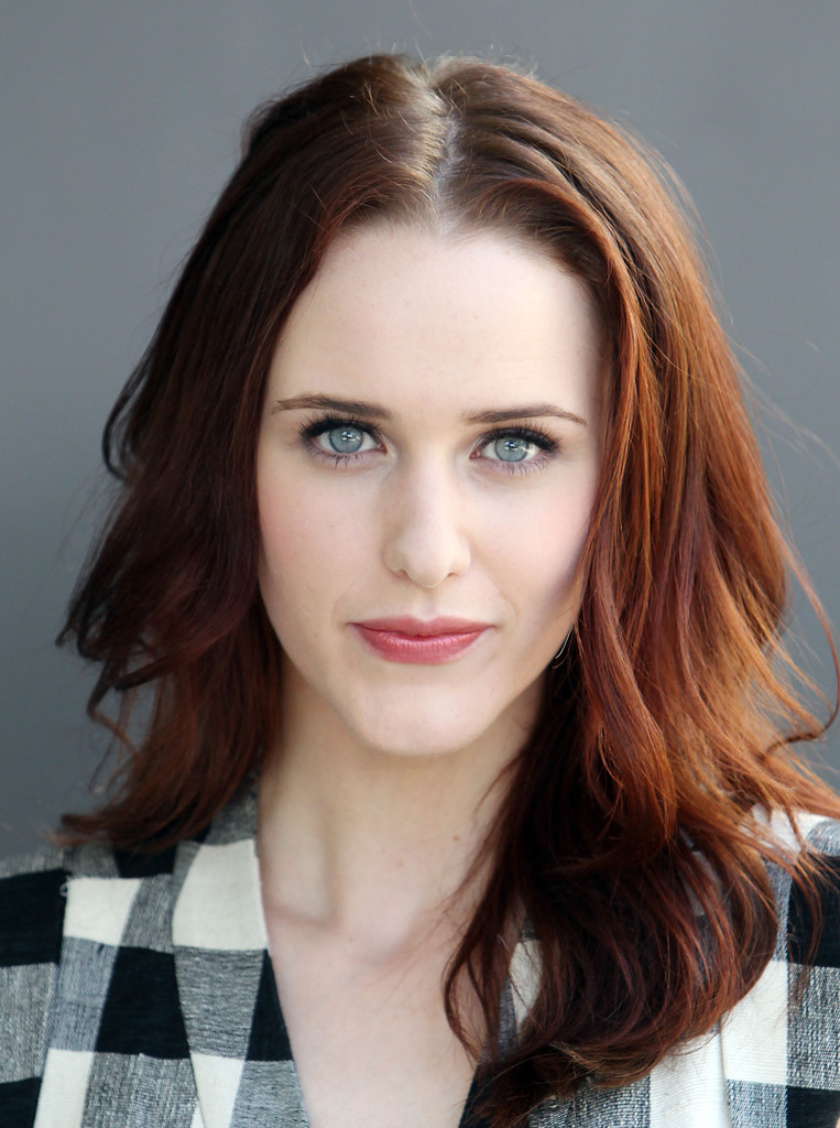 Rachel Brosnahan Stops by the 'Extra' Set