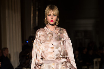 Edie Campbell GILES - Runway - LFW SS16