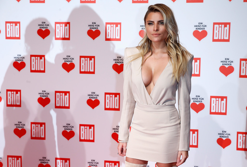 sophia thomalla photos ein herz fuer kinder gala 2015 red carpet arrivals 97 of 793 zimbio. Black Bedroom Furniture Sets. Home Design Ideas