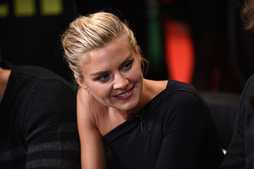 Eliza Coupe FANDOM Fest at NYCC