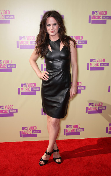 Elizabeth Reaser Actress Elizabeth Reaser arrives at the 2012 MTV Video Music Awards at Staples Center on September 6, 2012 in Los Angeles, California.