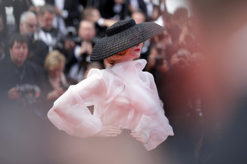 Elle Fanning 'Once Upon A Time In Hollywood' Red Carpet - The 72nd Annual Cannes Film Festival