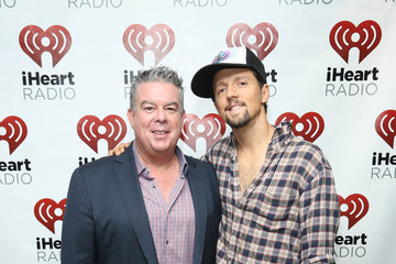 Elvis Duran Jason Mraz Performance Hosted By Elvis Duran