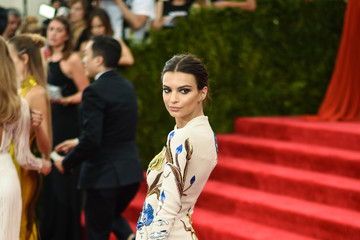 "Emily Ratajkowski ""China: Through The Looking Glass"" Costume Institute Benefit Gala"