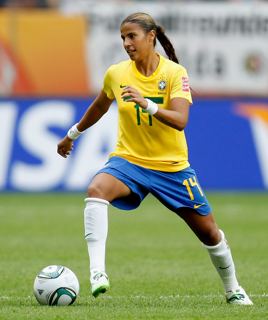 female soccer players Women's football is enjoying a spike in popularity around the globe and there is no doubt that there are some outstanding black female players helping to lead this charge in this article, we are going to look at five of the very best black female soccer superstars setting the game alight across the globe today.